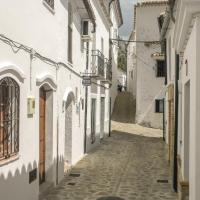 Two-Bedroom Holiday Home in Villaluenga del Rosar.