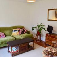 Traditional 2 Bedroom Flat Next to Springfield Park