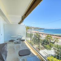 Sea View Flat, beach access by GuestReady