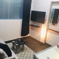 Apartamento Deluxe Barajas, hotel in Madrid