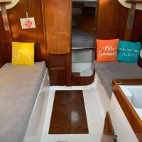 A bord d'un voilier de 9m à quai dans port Porquerolles