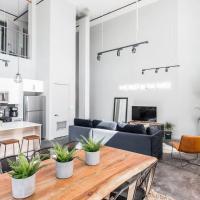 Cassia Glow - Luxury Designer Loft by Short Stay