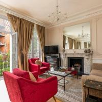 Stylish flat in West Kensington w/ backyard patio!