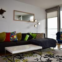 Bright 2 Bedrooms Apartment Near the 3 Arena