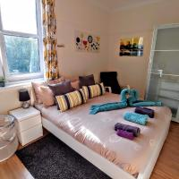 Big Bedroom Close To City Center with Breakfast Included