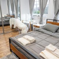 Luxury stay Private Bedroom In A Modern 4BR LA townhouse