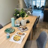 LUXE TOPLOCATIE! Monument hartje centrum Dordrecht, 2 badkamers, 2 keukens, tuintje (10 personen)