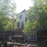Beautiful 16th century canal-side townhouse in central Delft