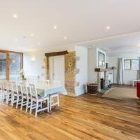 Luxurious Cotswolds Riverside Barn Conversion