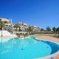 Luxury Pine Hills Apartment, Sleeps 4, Onsite Pool and Gymnasium