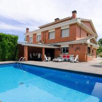 Beautiful Luxury Villa with Garden and Pool