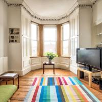 2bed for 6 guests in Argyle Place by GuestReady