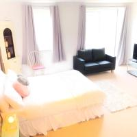 Milk&Honey City Centre Spacious Rooms with Balcony and Free Parking