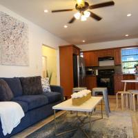 TheLoveHouse! 420 friendly cottage short walk to Biscayne Blvd!