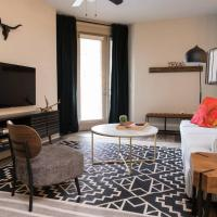 Relaxing 2BR - Downtown Austin #336 by WanderJaunt