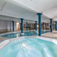 Luxury 2BD Penthouse, Private Lift & Swimming Pool