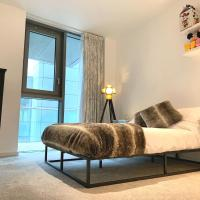 London Double Bedroom & Private Bathroom in Shared Riverside Apartment with Pool & Gym