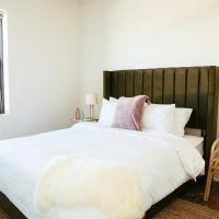 Louis Lounge - Uptown Getaway by Short Stay