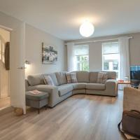 Contemporary 3 Bedroom Home - Close to Central Ambleside - Parking