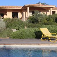 Villa neuve de standing 300 m de la plage piscine chauffée