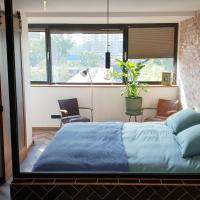 Deluxe masterbedroom boutique apartment in authentic Amsterdam