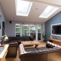 Luxury Central Townhouse with a Hot Tub!