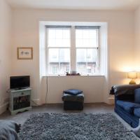 Comfortable 3 Bedroom Top Floor Flat in Old Town