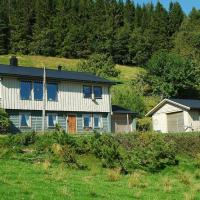 Three-Bedroom Holiday home in Angvik