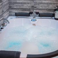 Cracow Jacuzzi Apartments - Silver Room