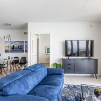 Stylish Bayfront Condo Minutes from Beach