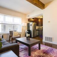 Comfortable Wrigleyville Apartment