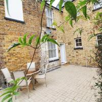 Stunning Town House - 5 Mins From The Beach