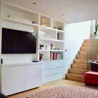 Bright and Modern 5 Bedroom Home With Garden