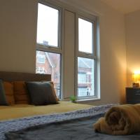 Luxury room in friendly house share!