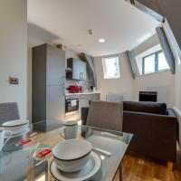 Newly renovated, top floor apt for 4, Central MCR!