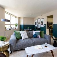 Hip 2 BR/2 BA Apt steps from Michigan Ave by Domio