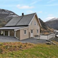 Holiday Home Kannesteinen (FJS690)