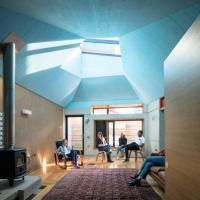 The Sunken House - 2 Bedroom Unique Space