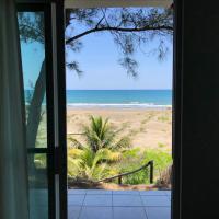 Bungalow con terraza y vista al mar en Playa La Mancha