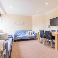 WEXHAM PARK APARTMENS - 3 DOUBLE BEDROOMS AND OFF-STREET PARKING
