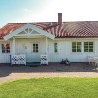 Two-Bedroom Holiday home with a Fireplace in Brårud