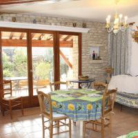 Six-Bedroom Holiday Home in Gordes