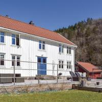 Five-Bedroom Holiday Home in Snartemo