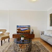 HomeHotel-Ultra Convenient Luxury Apartment close to Train, Shops, CBD