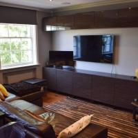 Modern 2 Bedroom Flat with A/C in Westminster