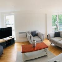 Contemporary 2 bed apartment in the heart of Chiswick