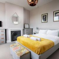 Camden Holiday Home with Garden, Spectacular Views and Free Parking By Bijou Boutique