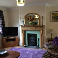 Town house with garden and free parking