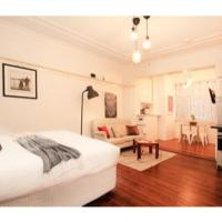 Renovated Art Deco Studio Minutes From The City