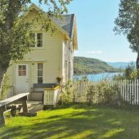 Three-Bedroom Holiday home in Skatvik